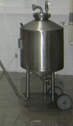 Mobile pressurized yeast storage tank